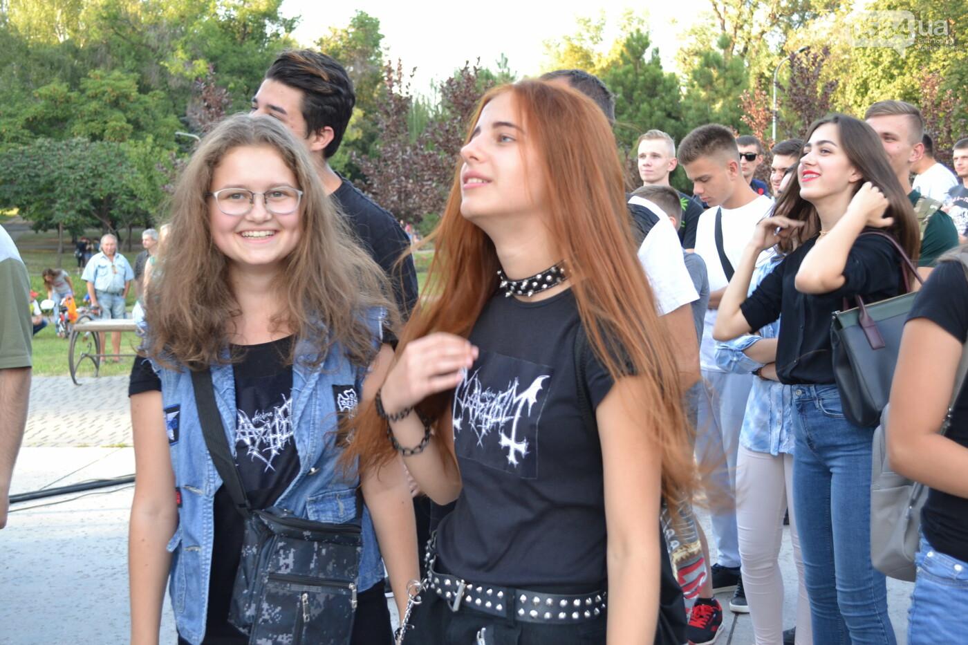 """Музыканты раскрыли душу, а зрители - открыли сердца: лица и эмоции на  криворожском рок-фесте """"ЗаліZна міць"""", - ФОТО, фото-18"""