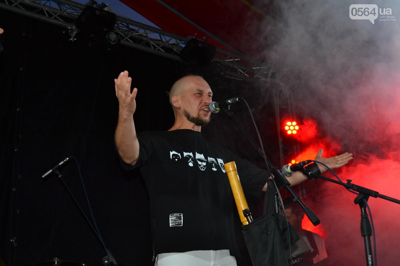 """Музыканты раскрыли душу, а зрители - открыли сердца: лица и эмоции на  криворожском рок-фесте """"ЗаліZна міць"""", - ФОТО, фото-31"""