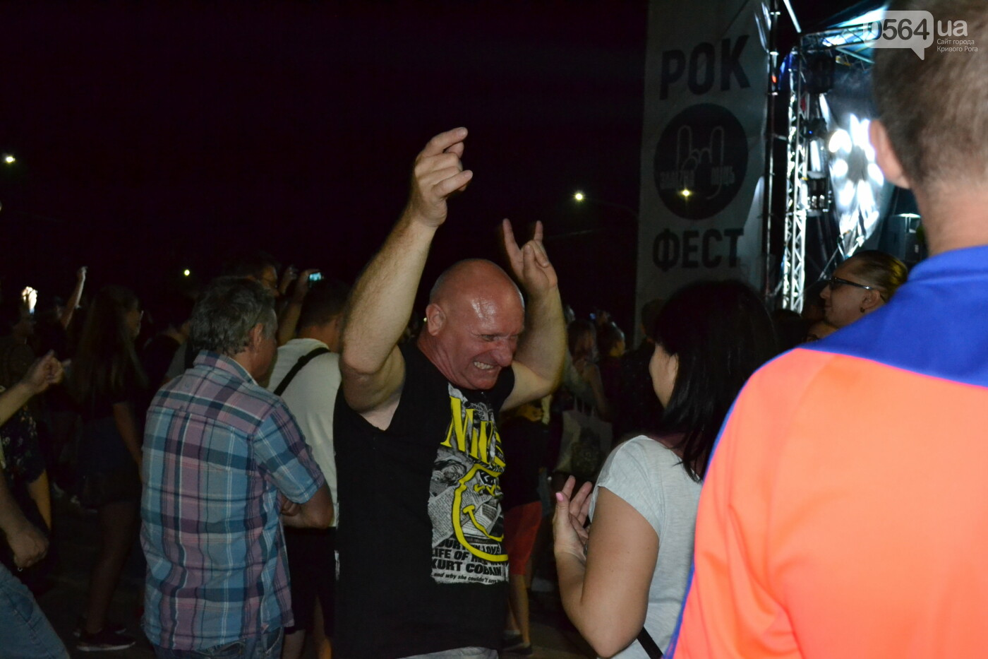 """Музыканты раскрыли душу, а зрители - открыли сердца: лица и эмоции на  криворожском рок-фесте """"ЗаліZна міць"""", - ФОТО, фото-38"""
