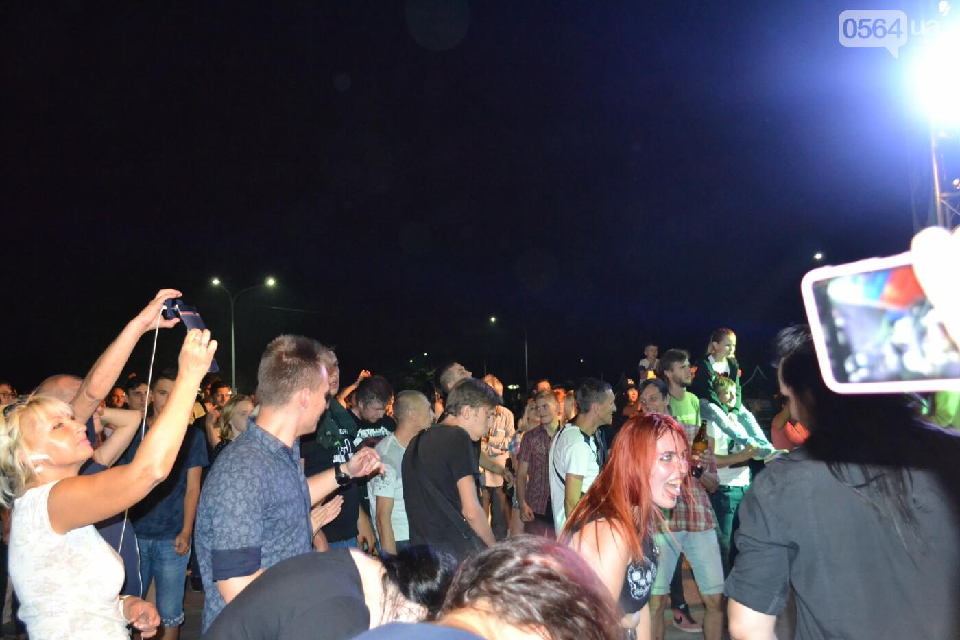 """Музыканты раскрыли душу, а зрители - открыли сердца: лица и эмоции на  криворожском рок-фесте """"ЗаліZна міць"""", - ФОТО, фото-40"""