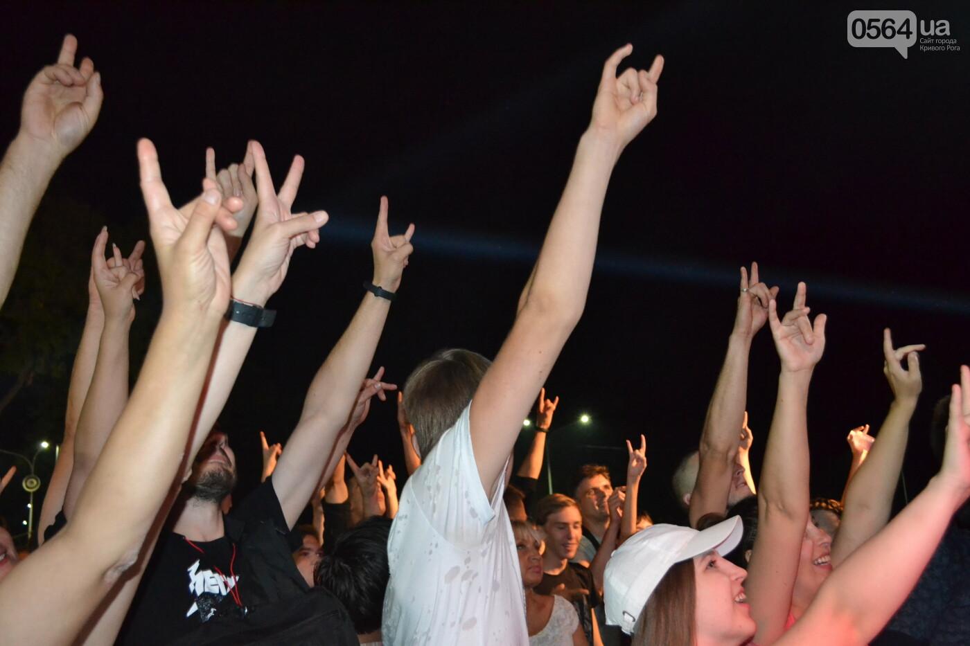 """Музыканты раскрыли душу, а зрители - открыли сердца: лица и эмоции на  криворожском рок-фесте """"ЗаліZна міць"""", - ФОТО, фото-51"""
