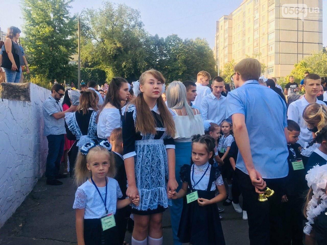 """Для криворожских школьников звучит """"первый звонок"""", - ФОТО, ВИДЕО, фото-4"""