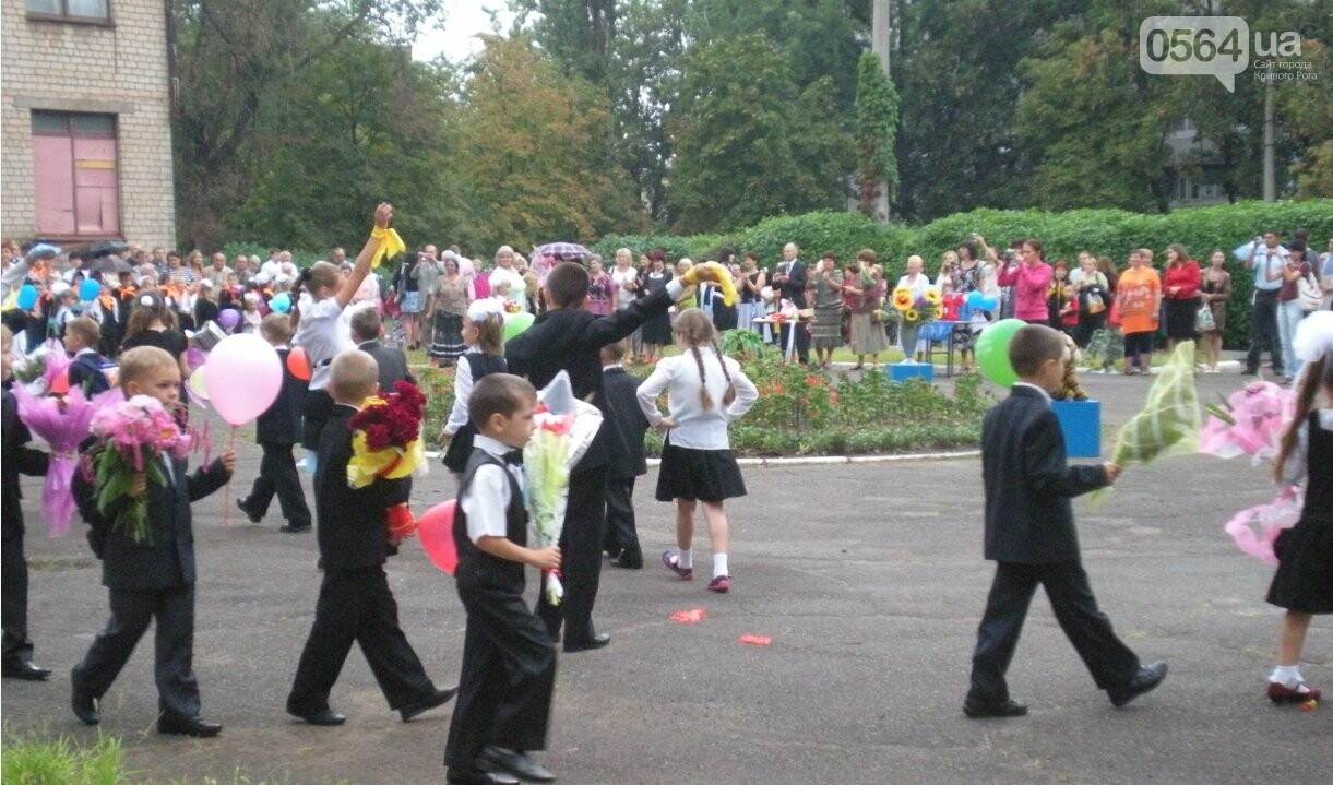 Как выглядели школьные линейки в Кривом Роге 10-20...50 лет назад, - ФОТО, фото-3