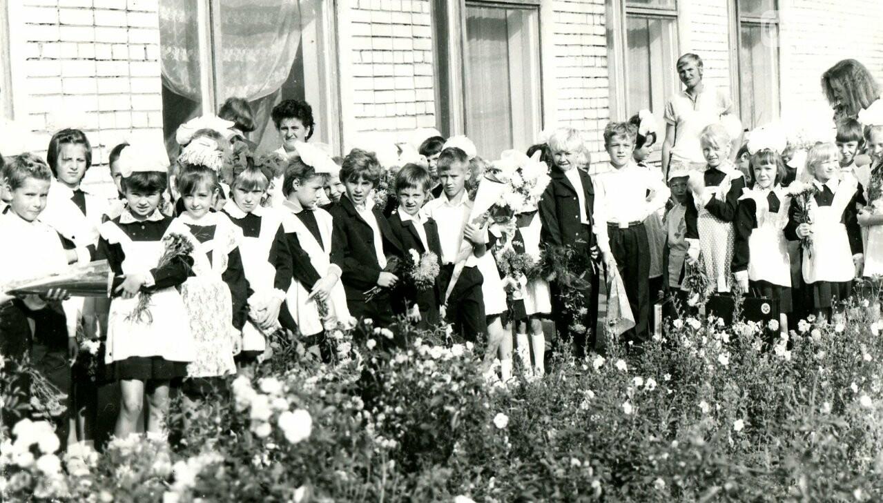 Как выглядели школьные линейки в Кривом Роге 10-20...50 лет назад, - ФОТО, фото-11
