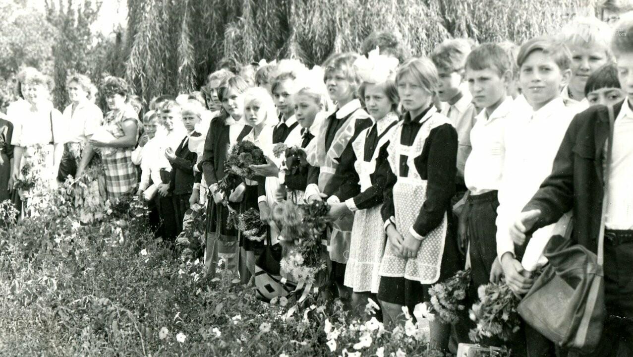 Как выглядели школьные линейки в Кривом Роге 10-20...50 лет назад, - ФОТО, фото-12