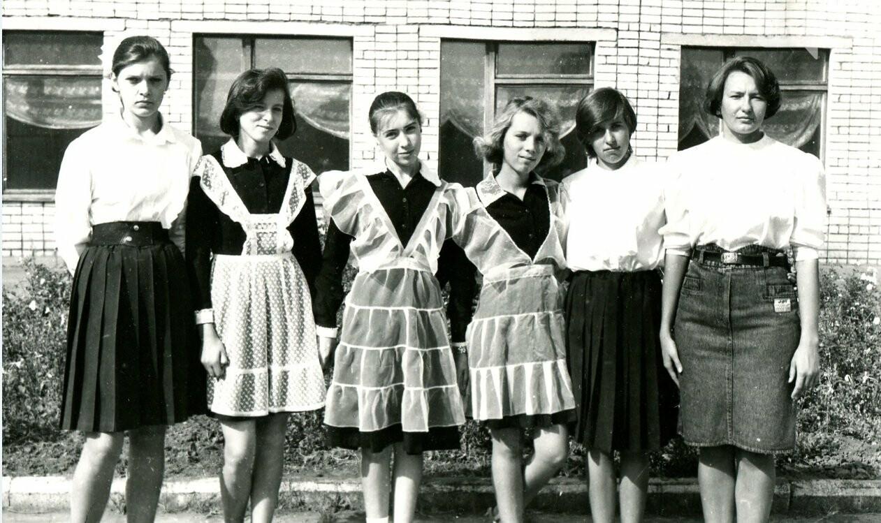 Как выглядели школьные линейки в Кривом Роге 10-20...50 лет назад, - ФОТО, фото-13