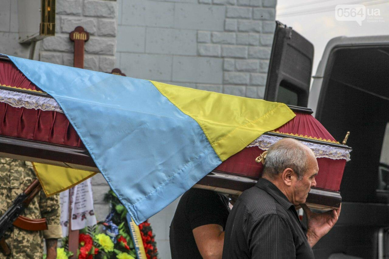 Криворожане простились с земляком, погибшим в зоне проведения ООС, - ФОТО , фото-11