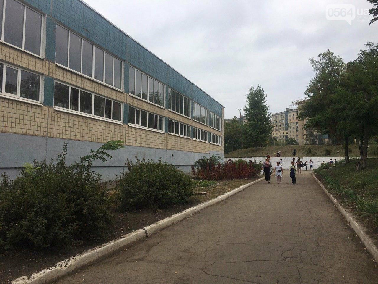 В одной из школ Кривого Рога из-за распыления неизвестного вещества срочно эвакуировали детей, - ФОТО, фото-18