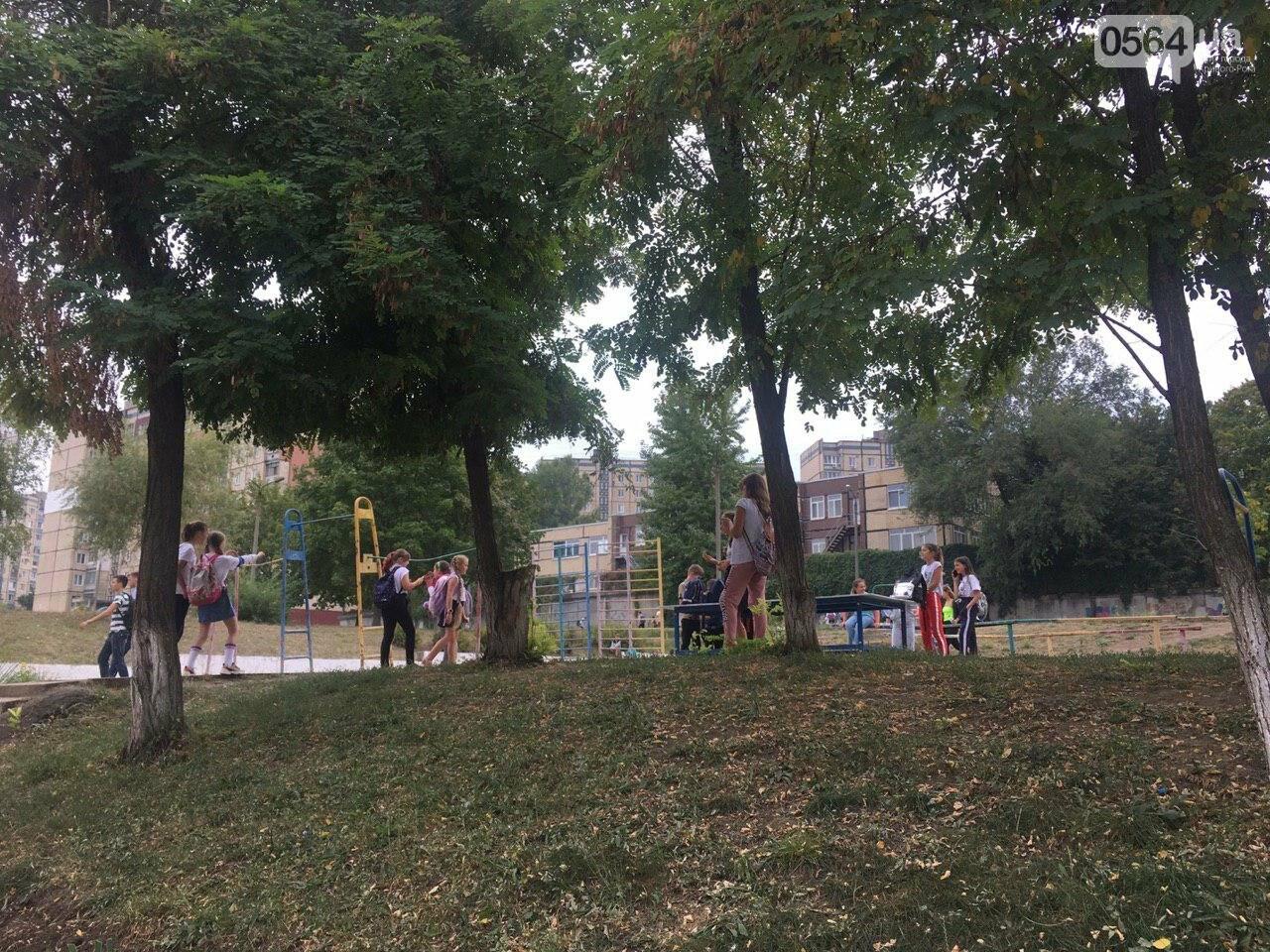 В одной из школ Кривого Рога из-за распыления неизвестного вещества срочно эвакуировали детей, - ФОТО, фото-19