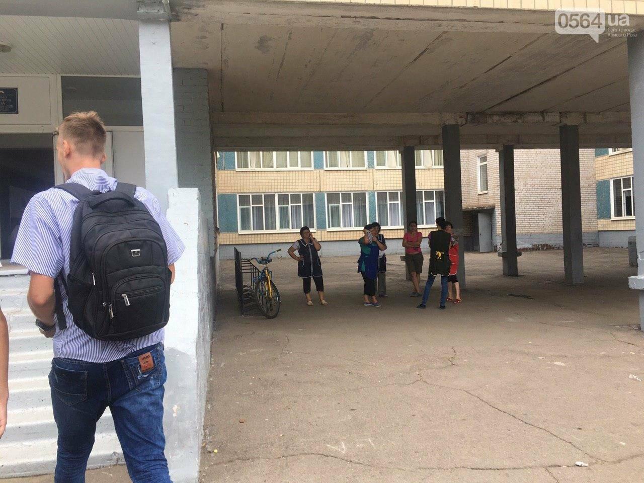 В одной из школ Кривого Рога из-за распыления неизвестного вещества срочно эвакуировали детей, - ФОТО, фото-12