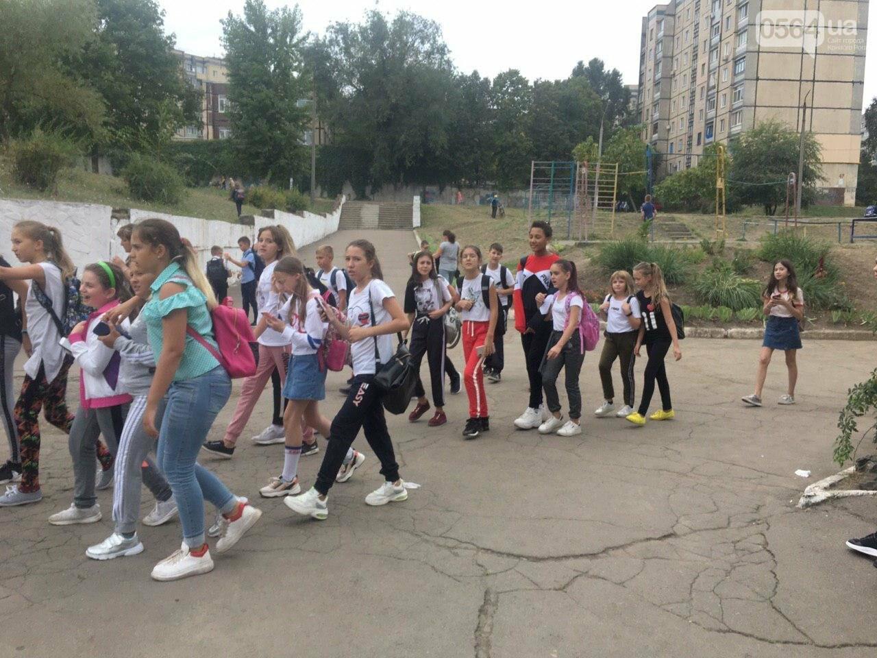 В одной из школ Кривого Рога из-за распыления неизвестного вещества срочно эвакуировали детей, - ФОТО, фото-6