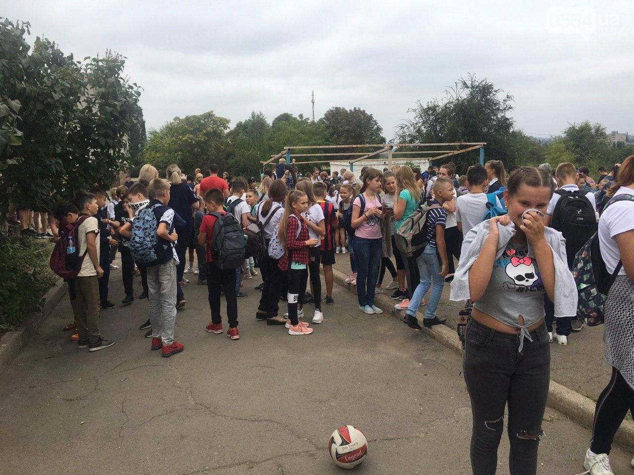 В одной из школ Кривого Рога из-за распыления неизвестного вещества срочно эвакуировали детей, - ФОТО, фото-5