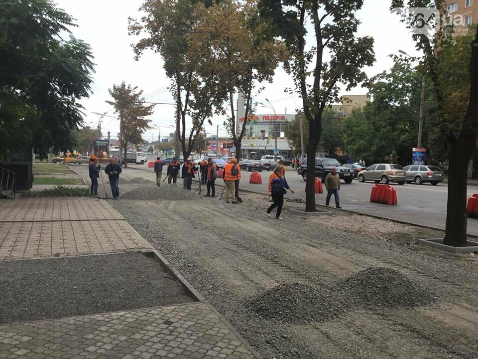 На центральном проспекте Кривого Рога ремонтируют тротуары, - ФОТО, ВИДЕО, фото-24
