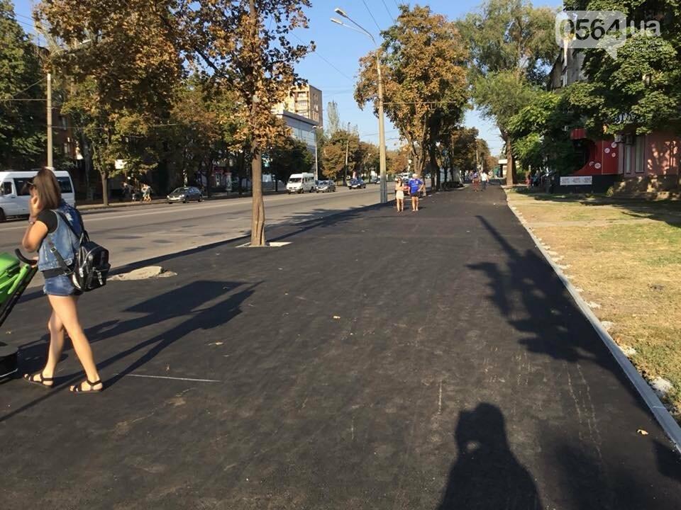 На центральном проспекте Кривого Рога ремонтируют тротуары, - ФОТО, ВИДЕО, фото-38