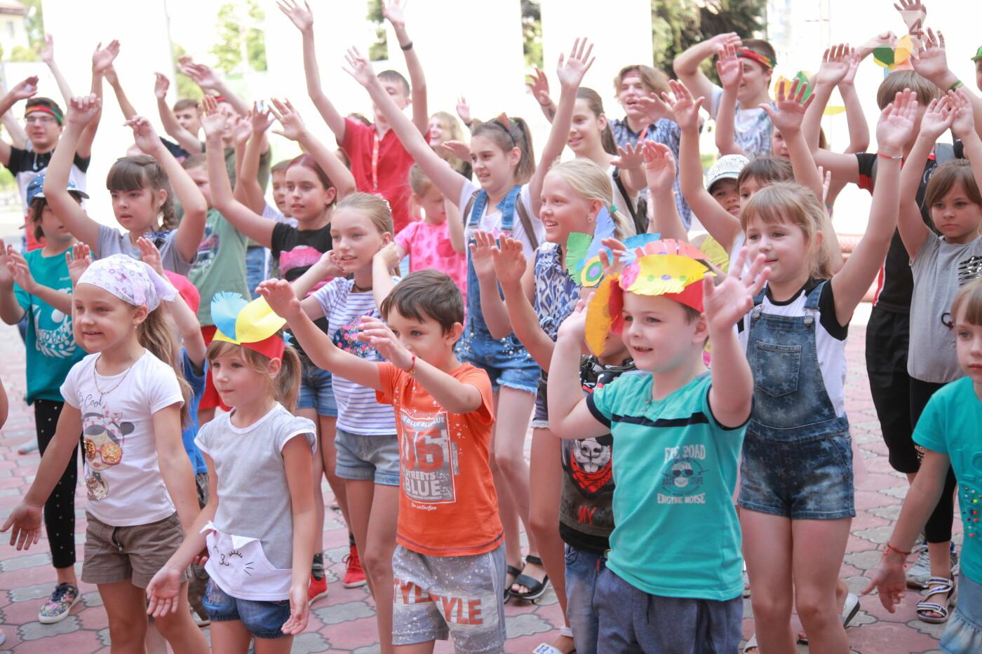 Свыше 600 детей работников предприятия провели летние каникулы с АрселорМиттал Кривой Рог, фото-1