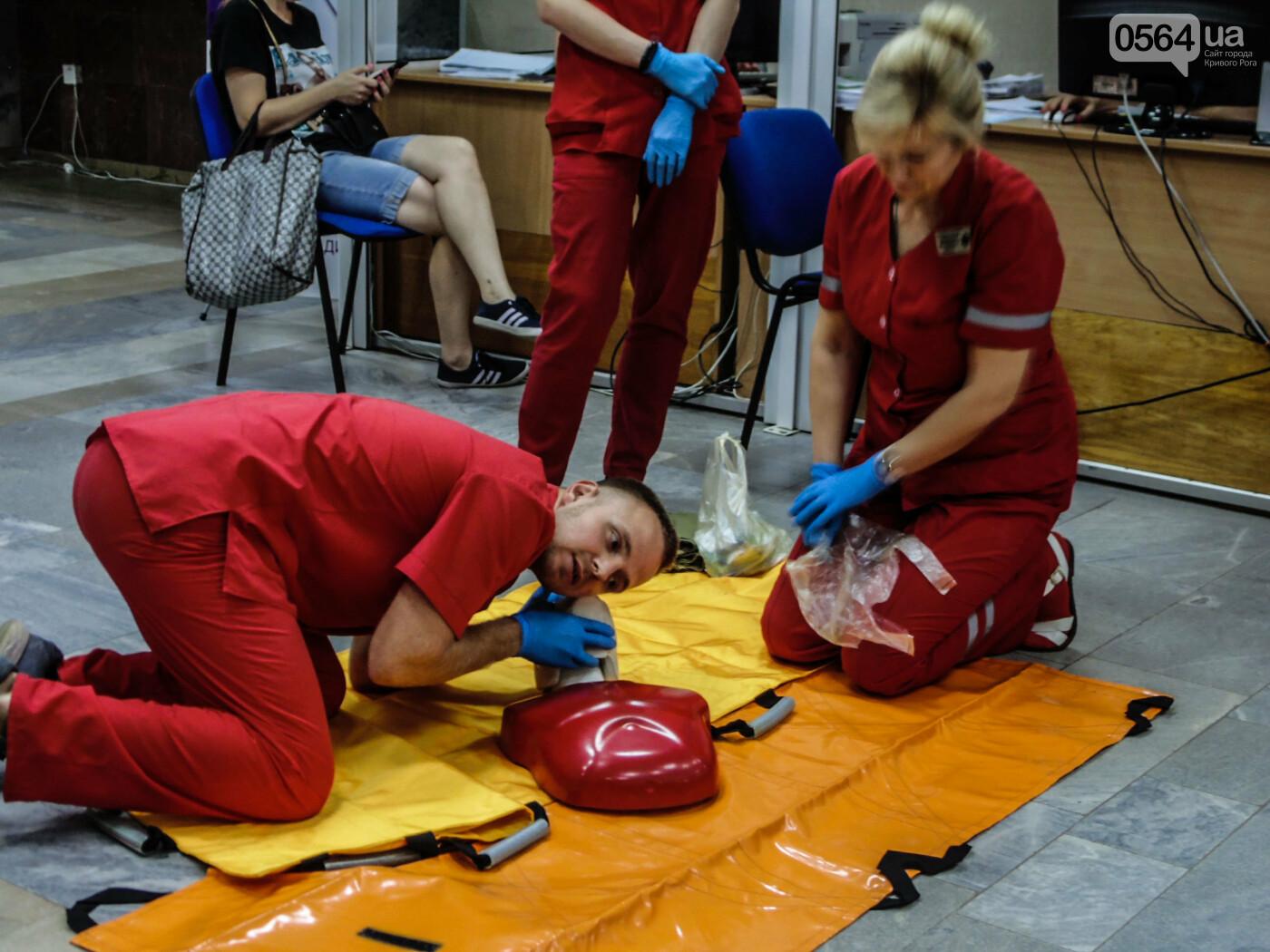 В Криворожском горисполкоме обучали оказывать людям первую медицинскую помощь, - ФОТО, ВИДЕО , фото-12