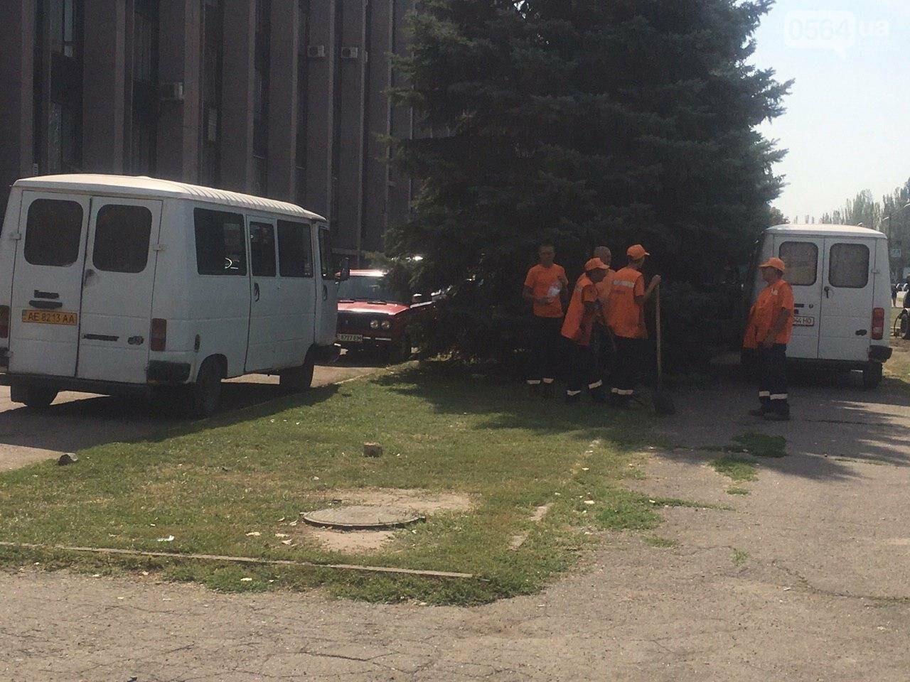 В Кривом Роге ремонтируют пешеходную дорожку к горисполкому, - ФОТО , фото-20