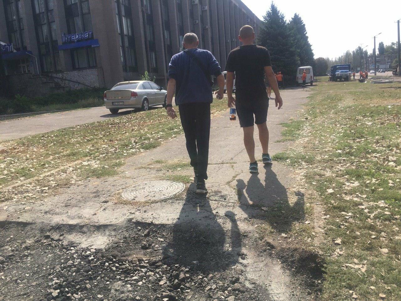 В Кривом Роге ремонтируют пешеходную дорожку к горисполкому, - ФОТО , фото-26