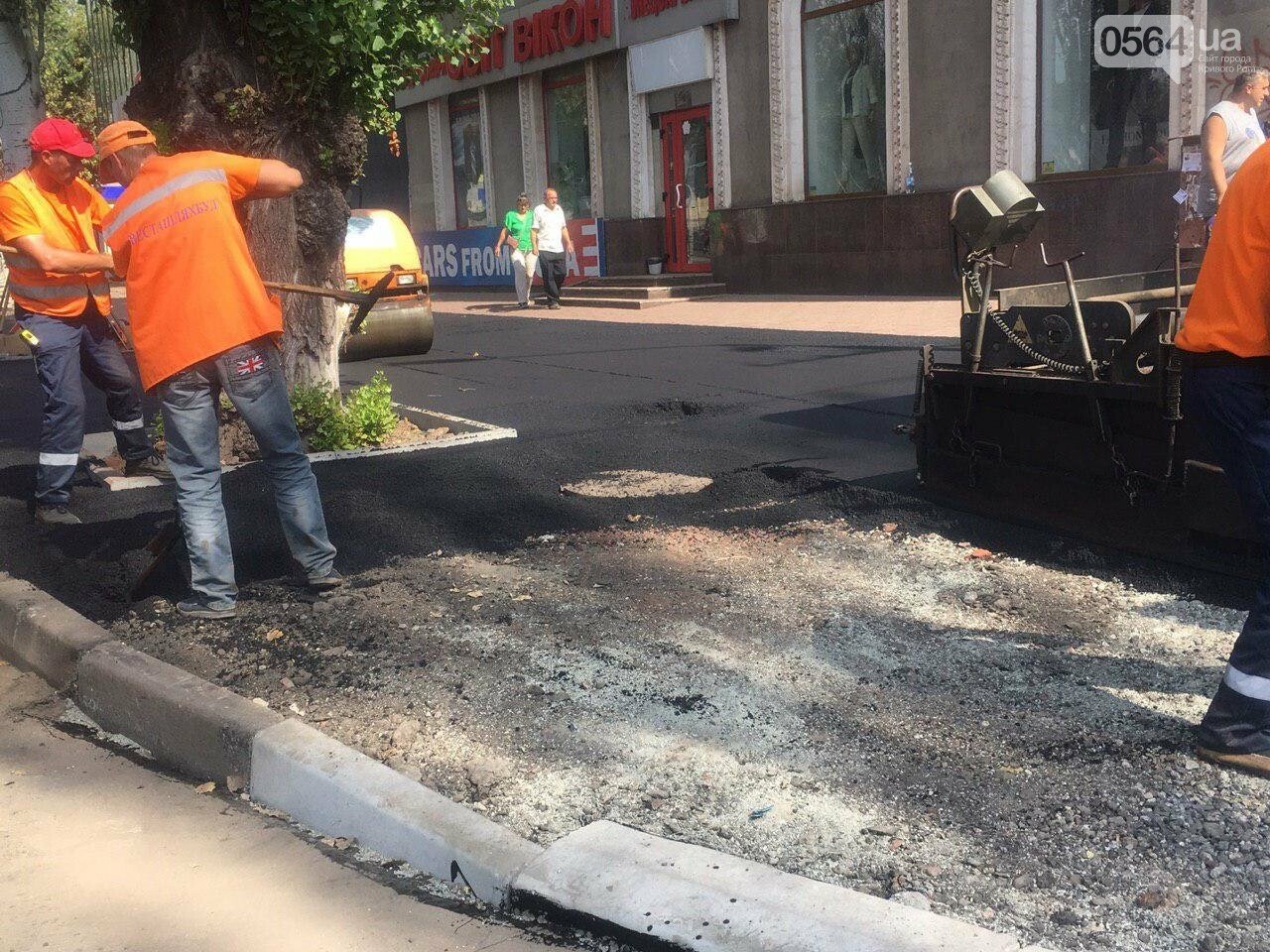 В Кривом Роге ремонтируют пешеходную дорожку к горисполкому, - ФОТО , фото-37
