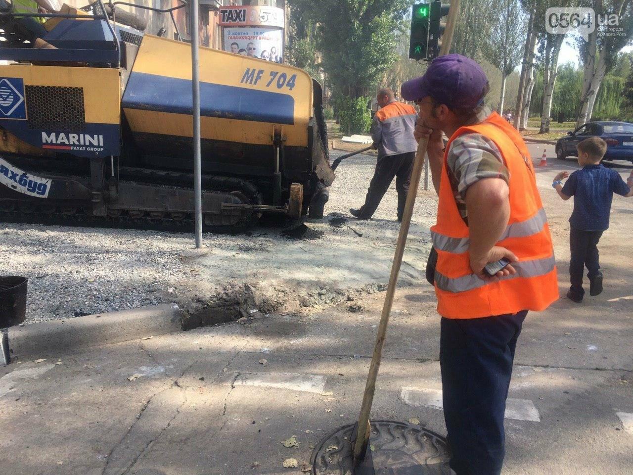В Кривом Роге ремонтируют пешеходную дорожку к горисполкому, - ФОТО , фото-43