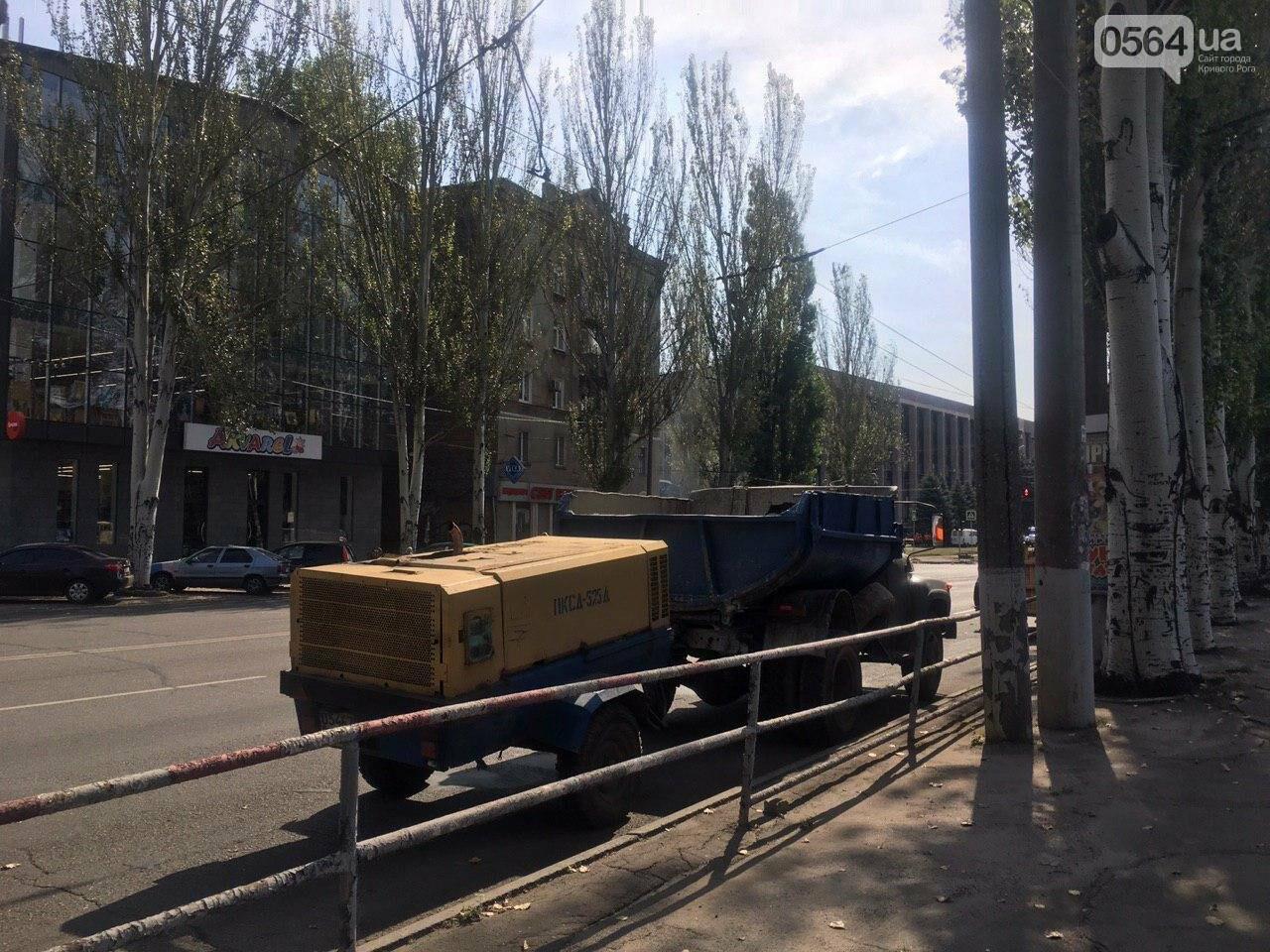 В Кривом Роге ремонтируют пешеходную дорожку к горисполкому, - ФОТО , фото-53