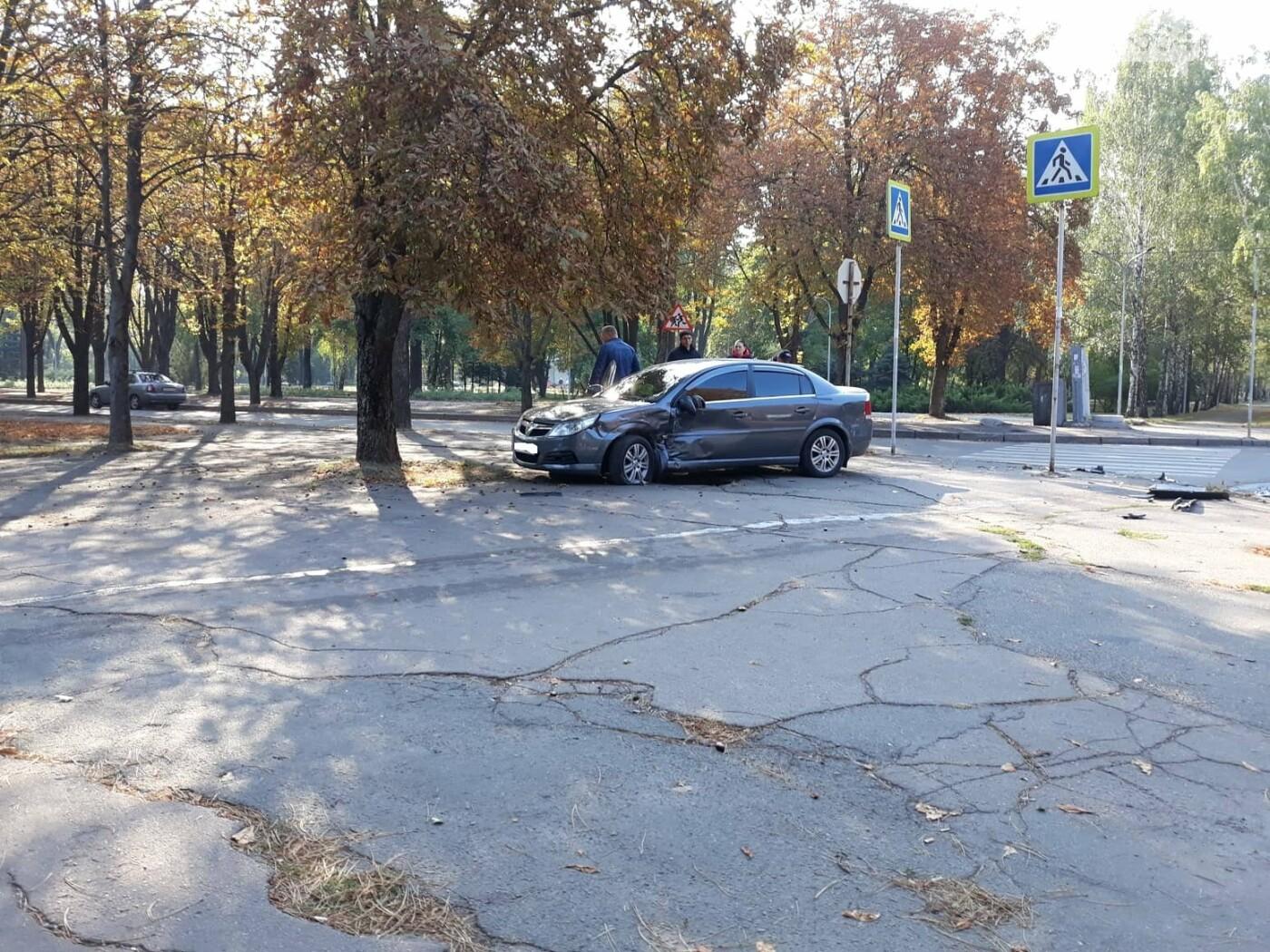 ДТП в Кривом Роге: от удара Chery выбросило далеко за пределы проезжей части, фото-2