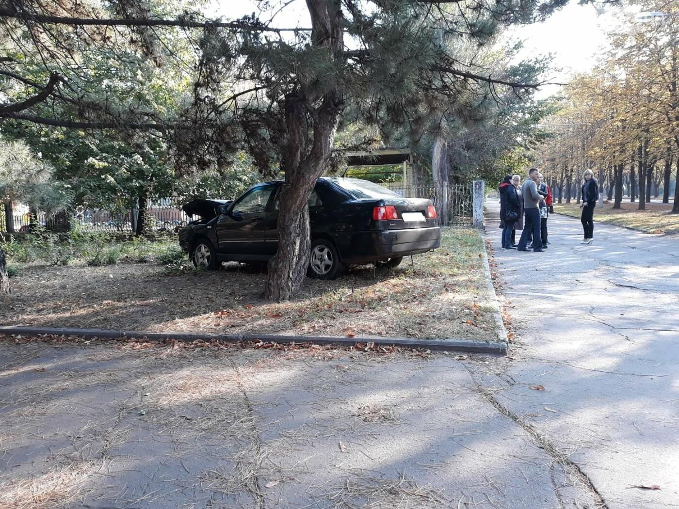 ДТП в Кривом Роге: от удара Chery выбросило далеко за пределы проезжей части, фото-5