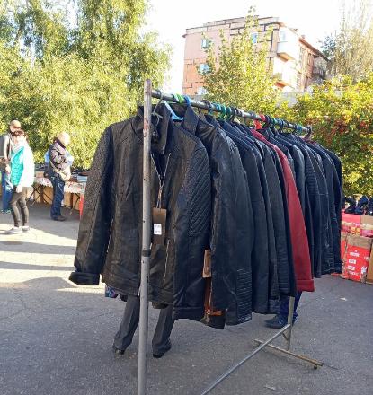 В Кривом Роге после рейда исчезли торговцы малиной и куртками, - ФОТО , фото-1