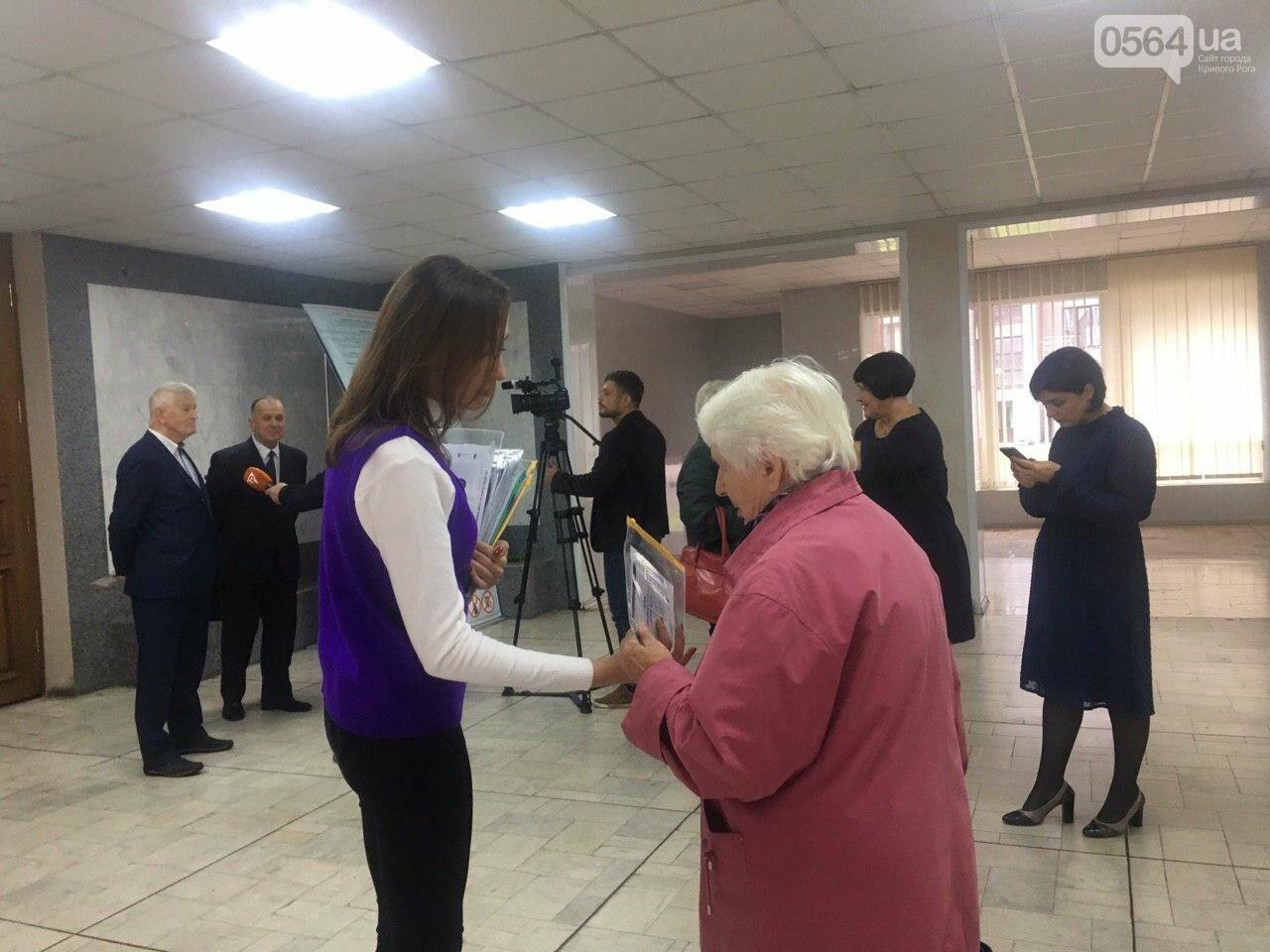 """На торжественном приеме мэр рассказал пожилым людям о развитии среднего бизнеса и """"карте криворожанина"""", - ФОТО, ВИДЕО, фото-42"""