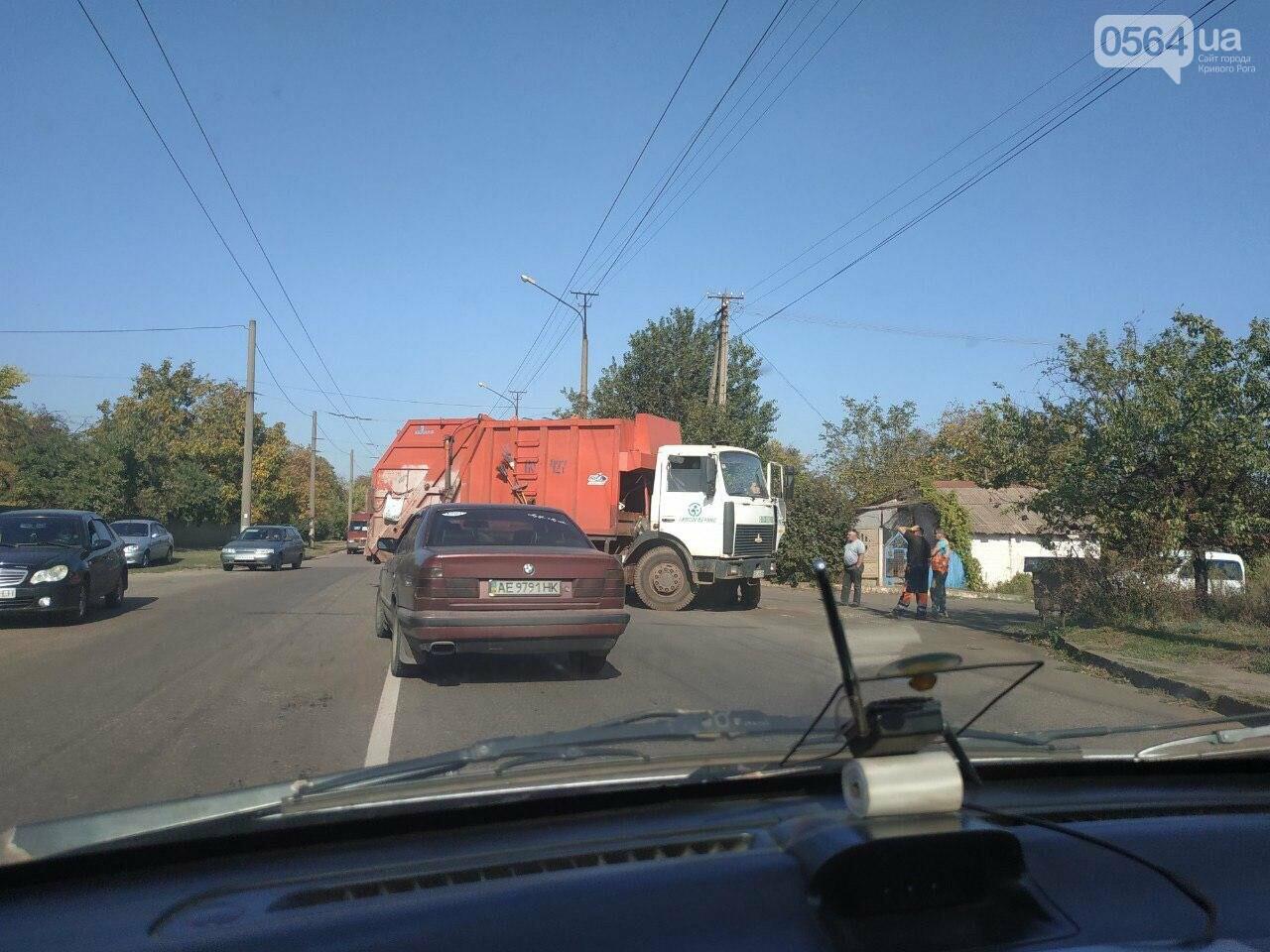 "ДТП в Кривом Роге: столкнулись ""ВАЗ"" и мусоровоз, - ФОТО , фото-1"