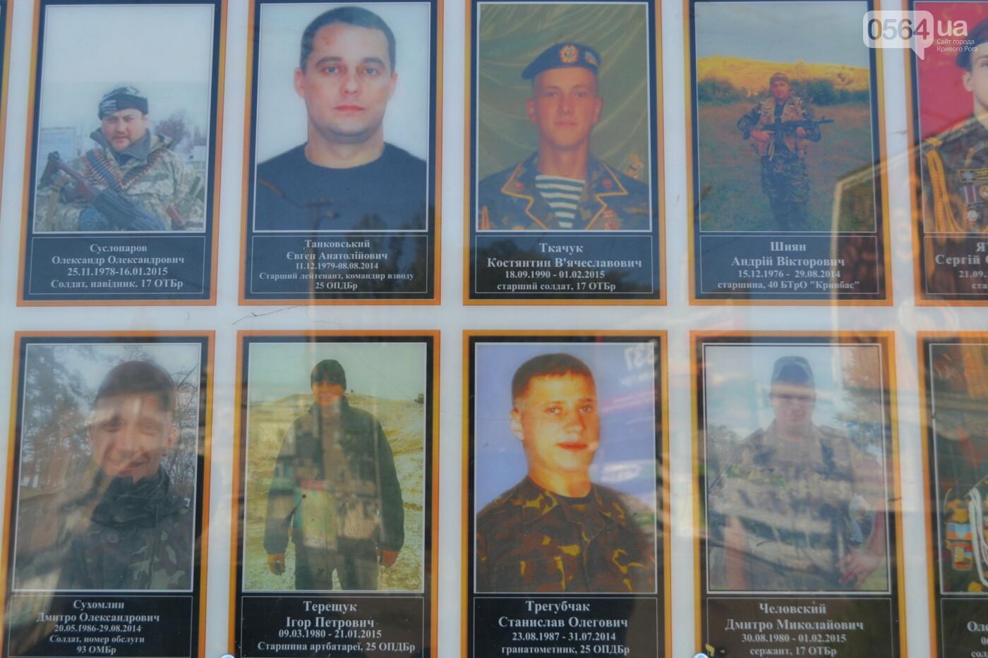Поздравить живых, поклониться погибшим, - сегодня День защитника Украины, - ФОТО, фото-7