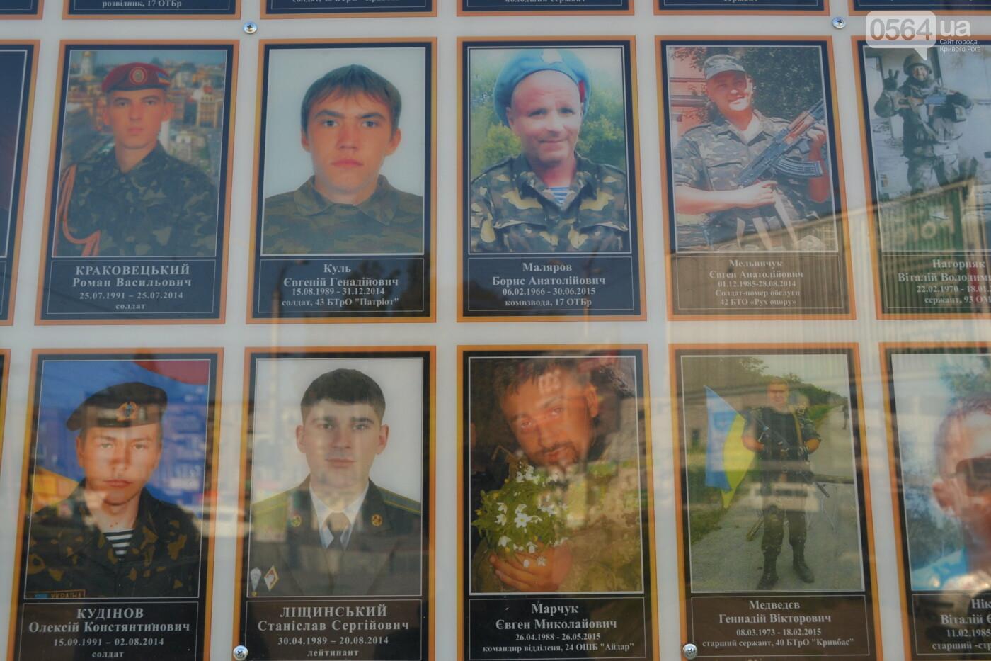 Поздравить живых, поклониться погибшим, - сегодня День защитника Украины, - ФОТО, фото-11
