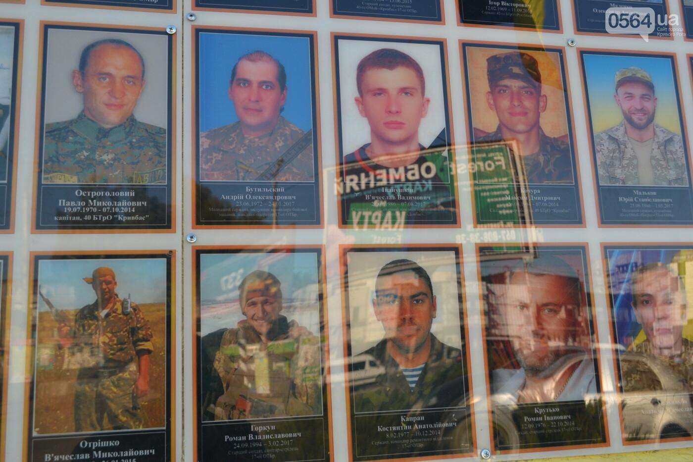 Поздравить живых, поклониться погибшим, - сегодня День защитника Украины, - ФОТО, фото-12
