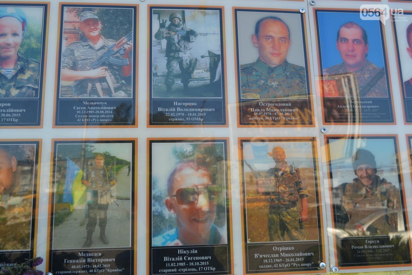 Поздравить живых, поклониться погибшим, - сегодня День защитника Украины, - ФОТО, фото-15