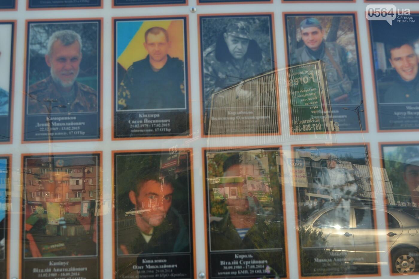 Поздравить живых, поклониться погибшим, - сегодня День защитника Украины, - ФОТО, фото-21