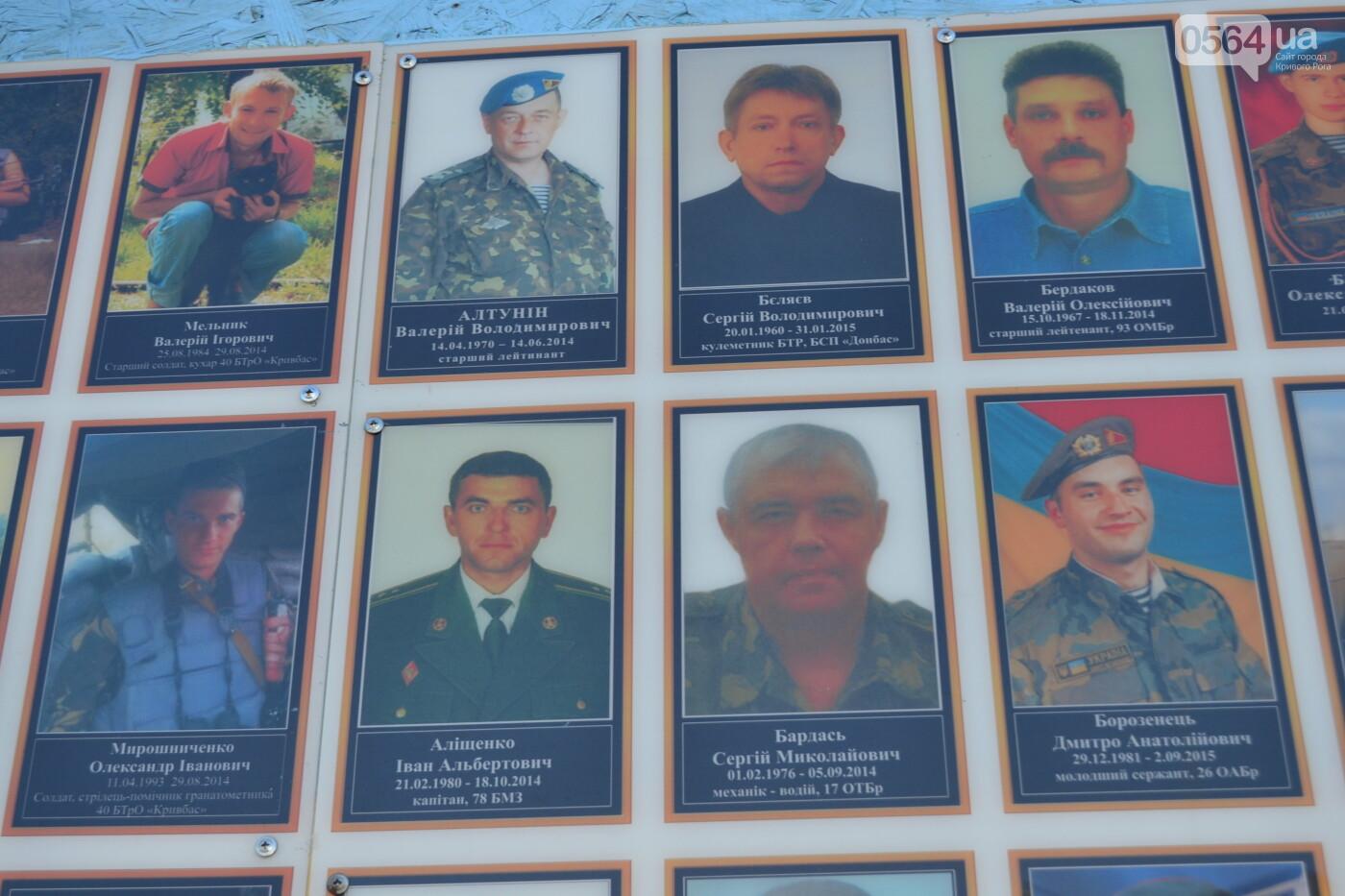 Поздравить живых, поклониться погибшим, - сегодня День защитника Украины, - ФОТО, фото-24