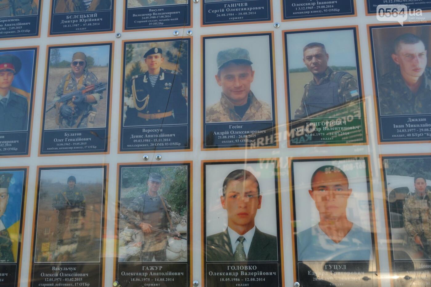 Поздравить живых, поклониться погибшим, - сегодня День защитника Украины, - ФОТО, фото-25