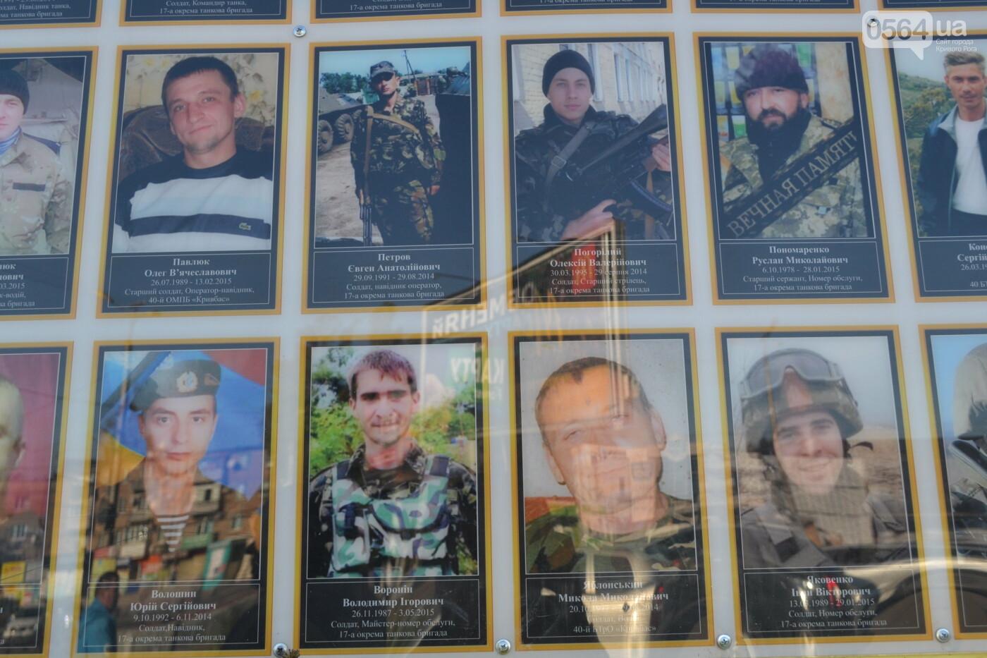 Поздравить живых, поклониться погибшим, - сегодня День защитника Украины, - ФОТО, фото-29