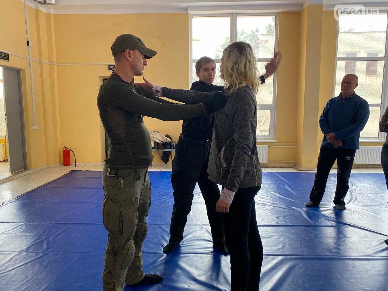 Инструкторы ДЮИ МВД обучали криворожских журналистов, как действовать в чрезвычайных ситуациях, - ФОТО, ВИДЕО , фото-1