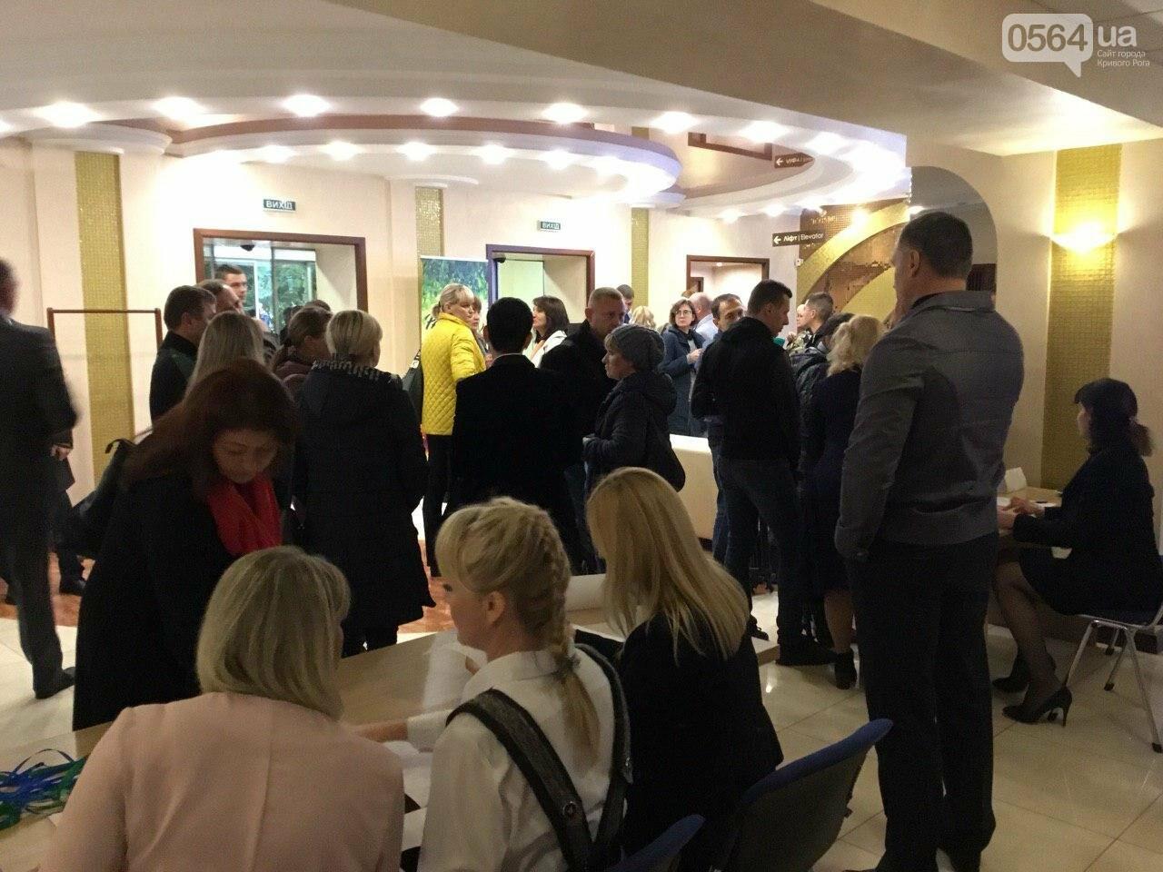 Жители Широковского района пытались попасть на выездное заседание эко - Комитета Рады в Кривом Роге, - ФОТО, ВИДЕО, фото-4