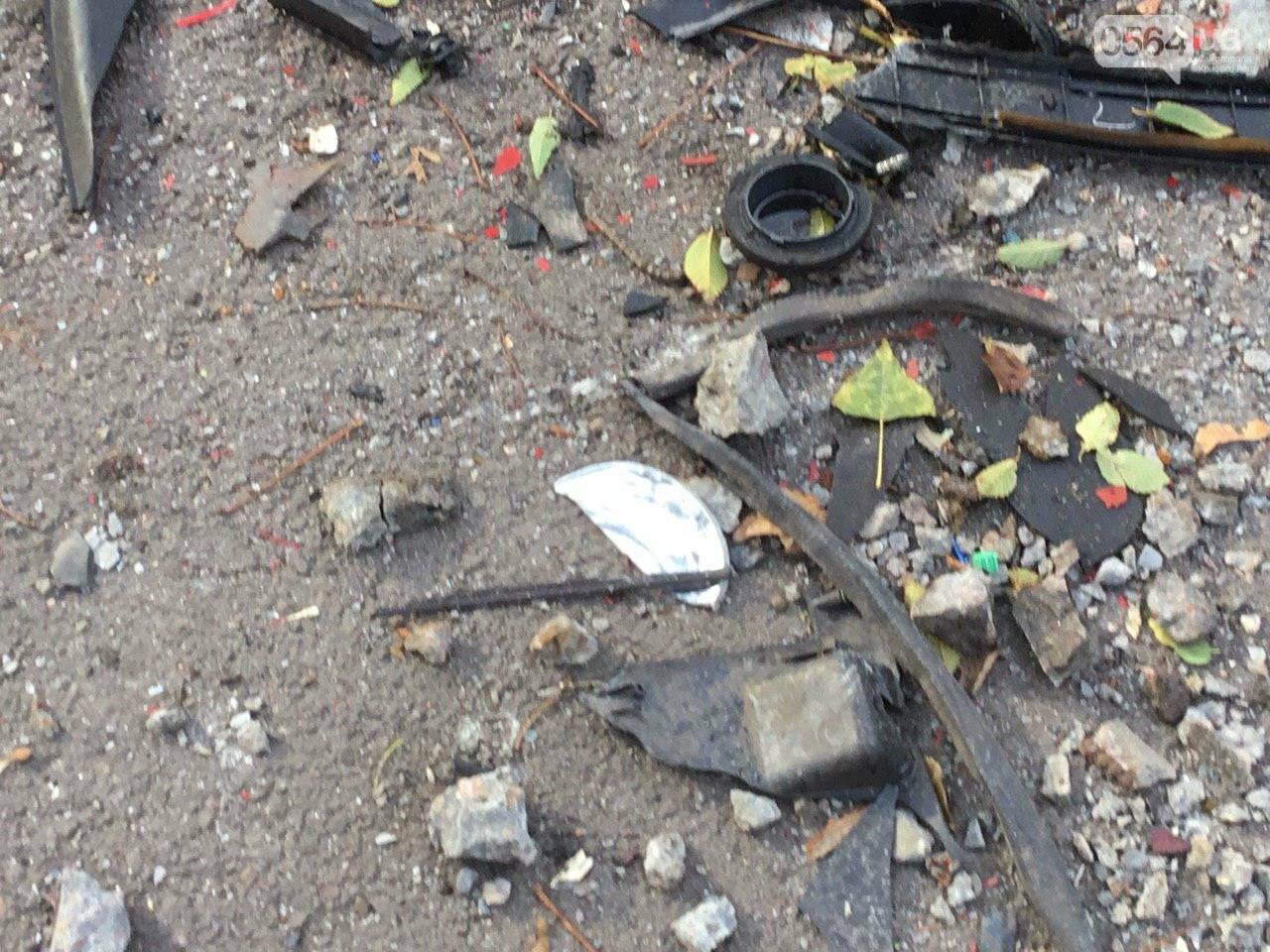 Куски стекла и обшивки разбившейся в Кривом Роге иномарки разлетелись на десятки метров, - ФОТО, фото-3