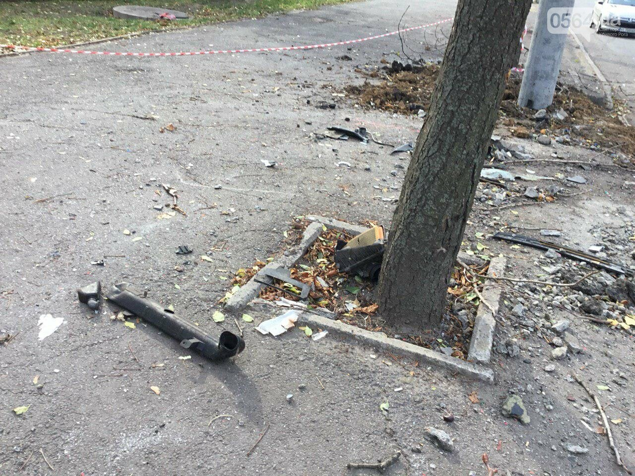 Куски стекла и обшивки разбившейся в Кривом Роге иномарки разлетелись на десятки метров, - ФОТО, фото-22