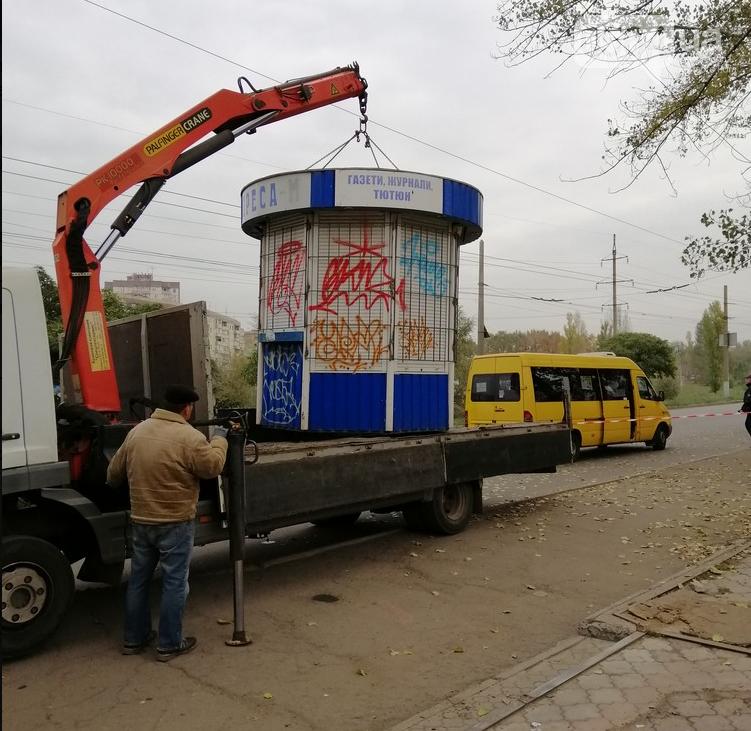 В Кривом Роге демонтировали незаконные киоски с остановок, - ФОТО  , фото-2