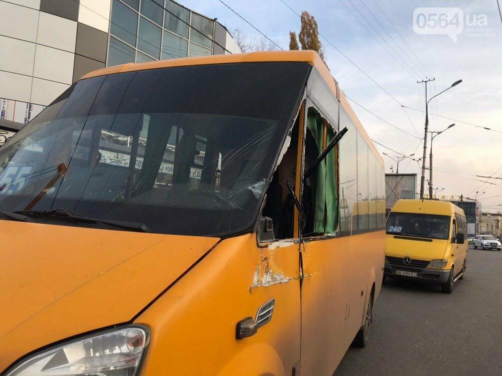 В центре Кривого Рога дорогу не поделили трактор и маршрутка, - ФОТО , фото-3