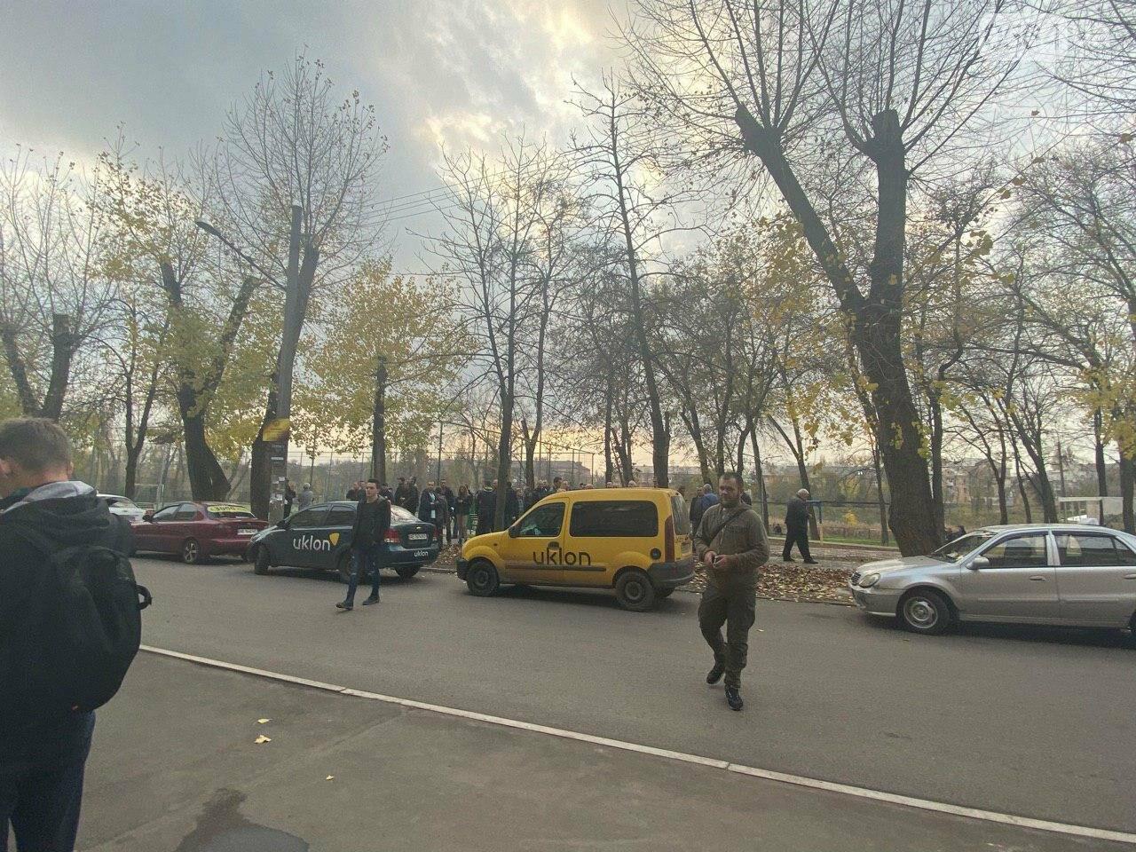 Криворожские таксисты приехали в суд чтобы требовать справедливого наказания нацгвардейцу, напавшему на их коллегу, - ФОТО. ВИДЕО , фото-7