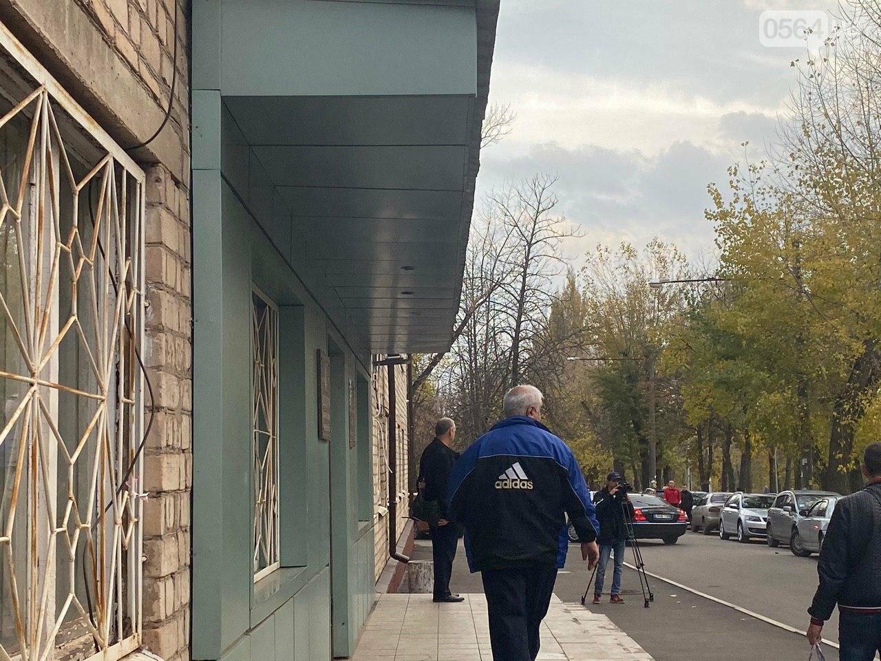 Криворожские таксисты приехали в суд чтобы требовать справедливого наказания нацгвардейцу, напавшему на их коллегу, - ФОТО. ВИДЕО , фото-2