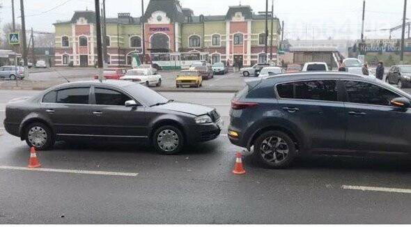 В Кривом Роге возле железнодорожной станции произошло ДТП, - ФОТО , фото-1