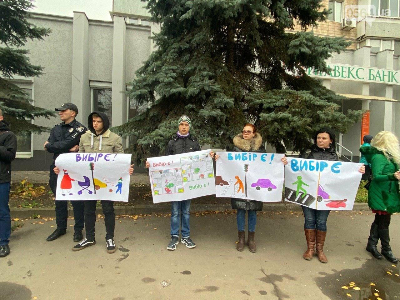 На центральном проспекте в Кривом Роге устроили молчаливый протест, - ФОТО, ВИДЕО, фото-14