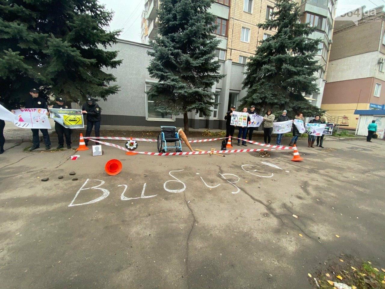 На центральном проспекте в Кривом Роге устроили молчаливый протест, - ФОТО, ВИДЕО, фото-23