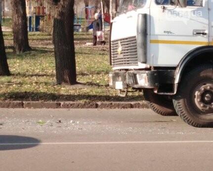 В Кривом Роге мусоровоз столкнулся с иномаркой, - ФОТО, фото-2